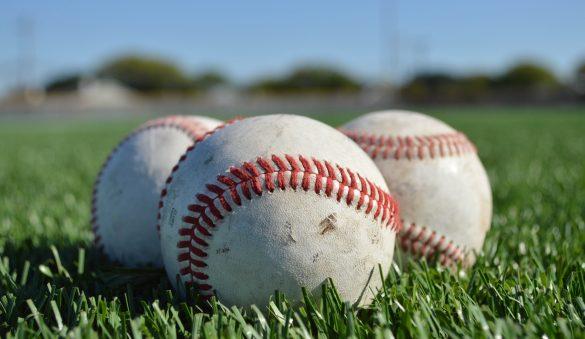 műfű és baseball labda