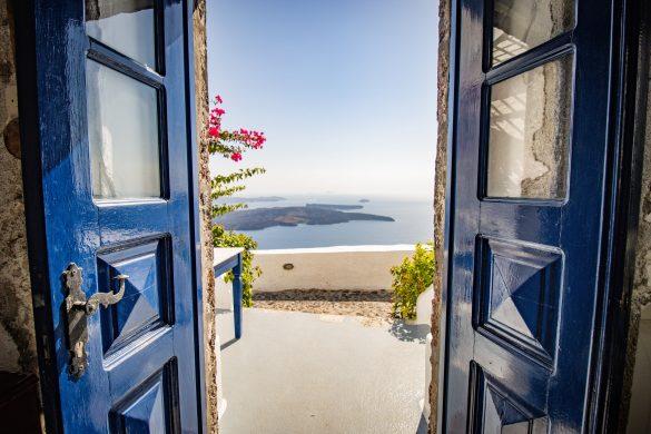 bejárati ajtó nyitva és panoráma